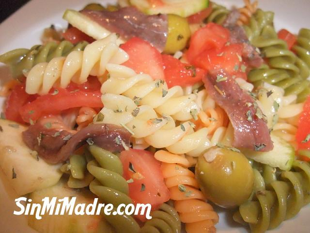 ensalada de helices con anchoas