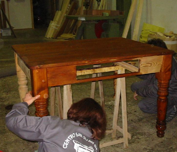 Cómo barnizar muebles u objetos de madera natural